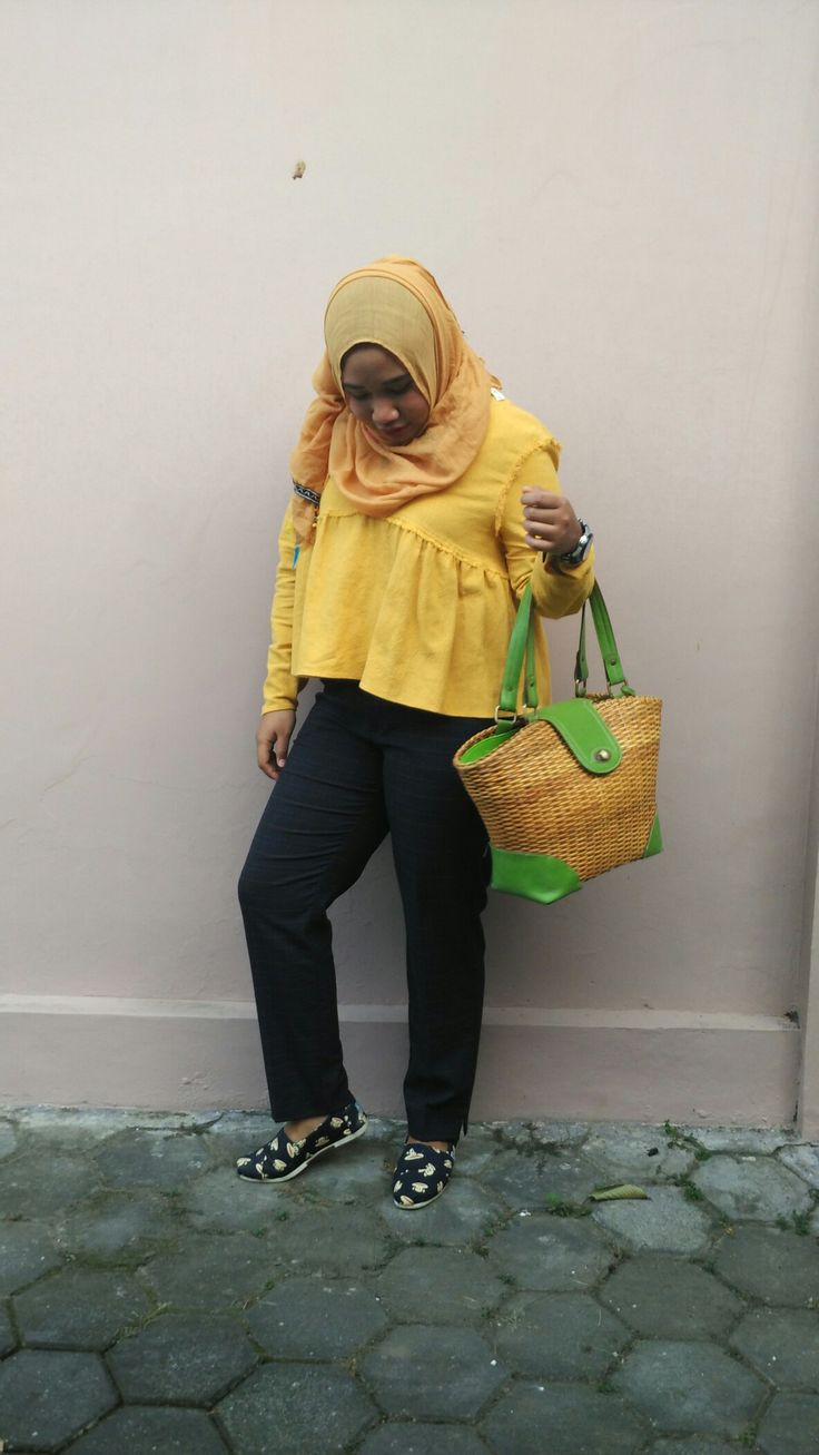 Hijab #OOTD with #Zaratrafaluc top #zarabasic Pants #Hijab #Fashion #Zara