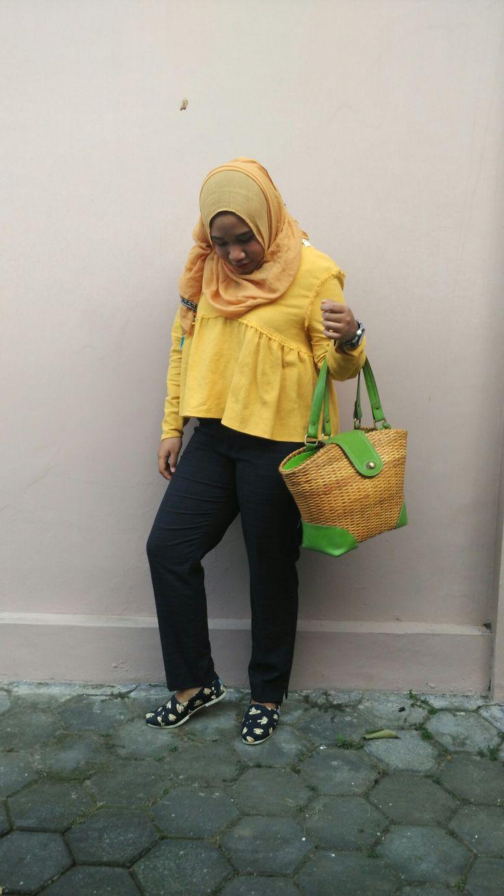 Hijab #OOTD with #Zaratrafaluc top #zarabasic Pants #Hijab #Fashion #Zara