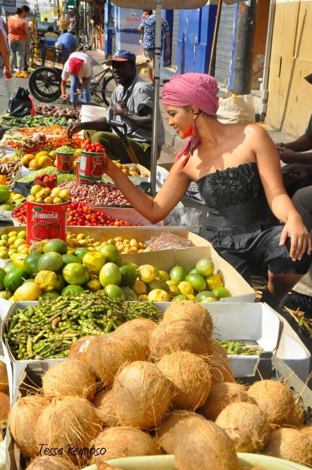 Belleza en el mercado by tessa reynoso