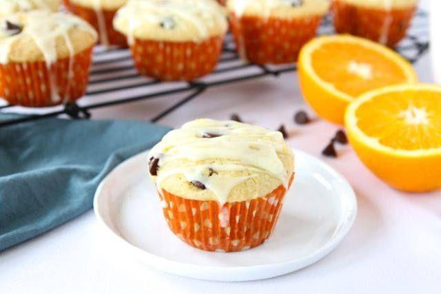 Ξεκινάμε γλυκά το Σαββατοκύριακό μας και μπαίνουμε στη κουζίνα παρέα με τα παιδιά για να φτιάξουμε πορτοκαλένια muffins. Ιδανικό συνοδευτικό για το πρωινό αλλά και για το σνακ στο σχολείο. Θα το δοκιμάσετε; Υλικά: 1 μεγάλο ζουμερό πορτοκάλι 2 φλ. τσαγιού αλεύρι για όλες τις χρήσεις ½ φλ. τσαγιού ζάχαρη ½ φλ. τσαγιού βούτυρο 2 αβγά ½ φλ. τσαγιού φρέσκο γάλα 1 κουταλάκι [...]