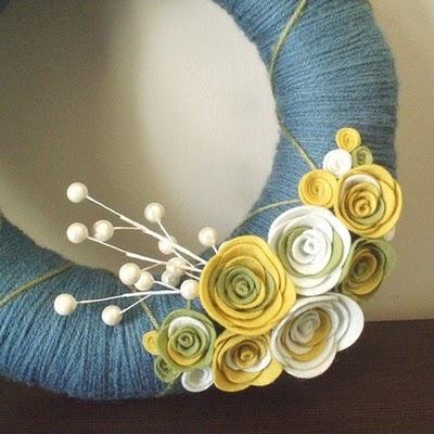 Love this cute yarn and felt wreath.
