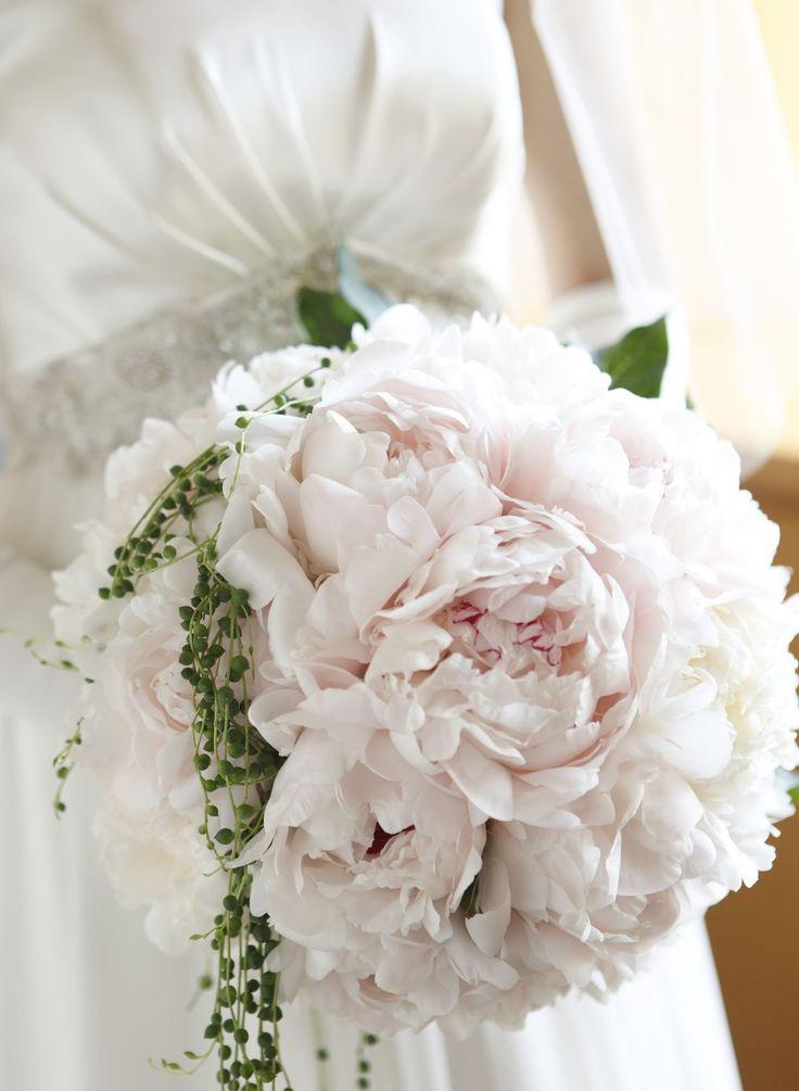 A beautiful and timeless wedding bouquet at @grandhyatt Tokyo.