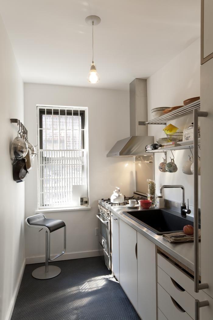 窓 やかん 壁掛け 収納 椅子 ホレボレするようなコンパクトなキッチン