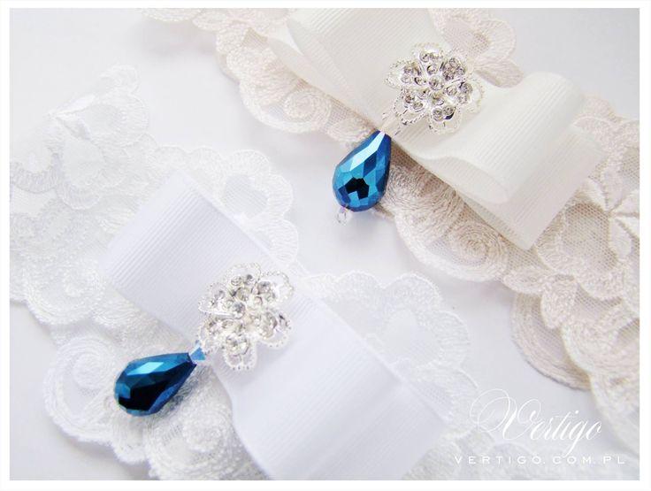 handmade white and ecru/ivory wedding garter with lace, pearls, bow, and swarovski crystals, source: www.vertigo.com.pl