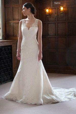 Édesem Fit és Flare ruha a Természetes derék csipke.  Menyasszonyi ruha stílus…