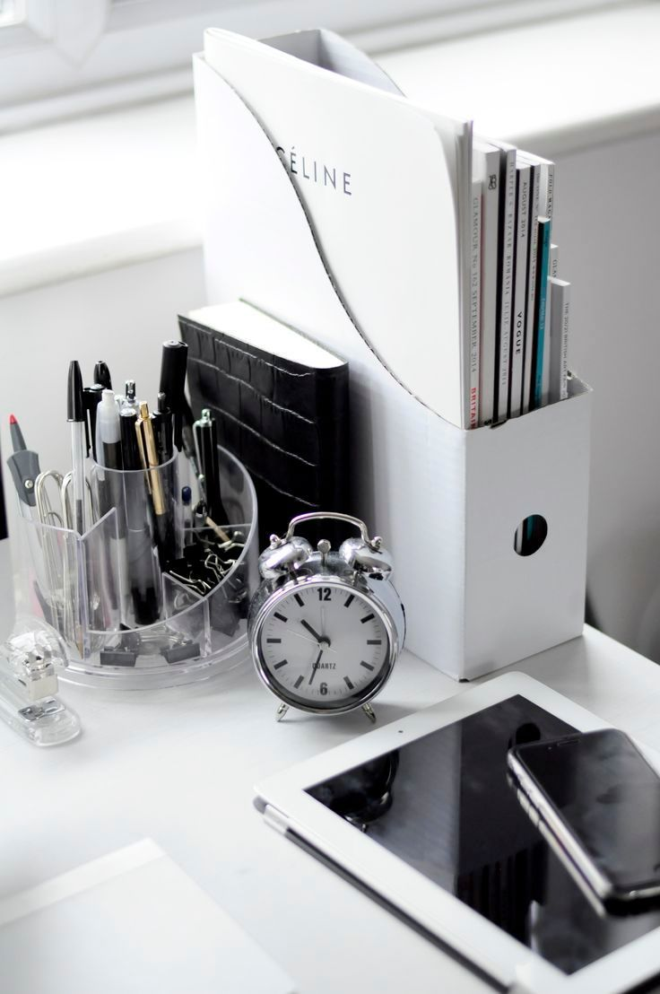 And black and white means your home office style is longer lasting - 20 Examples Of Minimal Interior Design 20 Office Organisationoffice Workspacehome