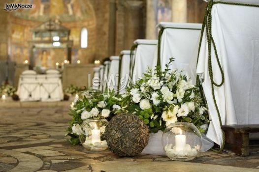 http://www.lemienozze.it/operatori-matrimonio/fiori_e_addobbi/il_fiore/media  Fiori e candele per un allestimento country chic del matrimonio