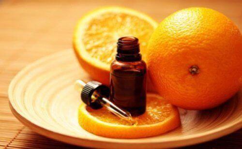 Niemand Ist Davor Gefeit Einen Nagelpilz Zu Entwickeln Weshalb Es Immer Eine Gute I Sweet Orange Essential Oil Orange Essential Oil Essential Oils For Stress