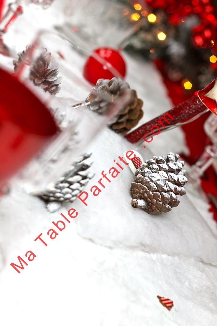 Chemin De Table Noel Façon Fourrure Ours Polaire Blanc. A Retrouver Dans La  Box Déco