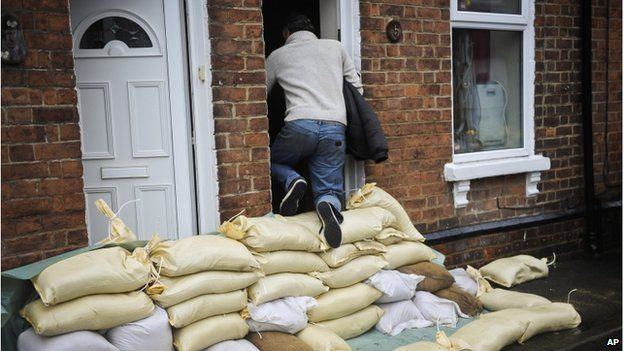 UK floods: River levels rise as rain and wind sweep in