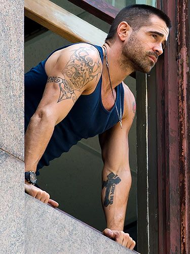 If this isnt a Diet coke break, we dont know what is! Actor Colin Farrell showed off his sexy arm tattoos while filming on location for Dead Man Down in Philadelphia, and quite frankly, were in lust. Oh what we wouldnt do to caress those arms of his