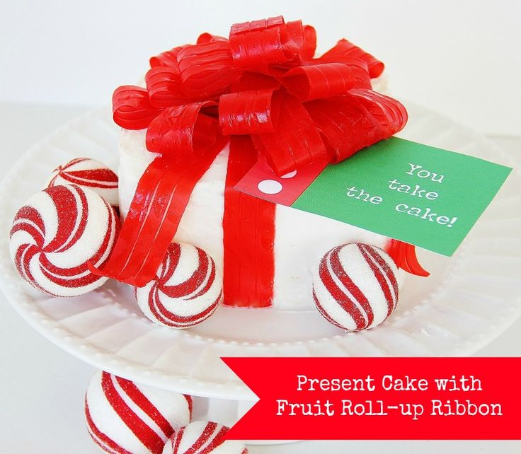 Make a cake with a fruit roll up bow for a sweet Christmas gift #pennywisepresents #cheapchristmasgift: Christmas Cakes, Fruit Rollup, Sweet Christmas, Sweet Gifts, Fruit Rolls Up Ribbons, Cakes 12, Ribbons Cakes, Fruit Rolls Ribbons, Christmas Gifts