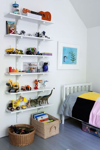 I don't think any offspring of mine could keep their shelves that organized...  Foto Inger Marie Grini for BoBedre (through Blackbird)