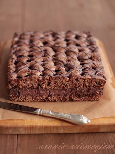 Brownies migdałowo-wiśniowe z masą budyniową @ Wiem co jem