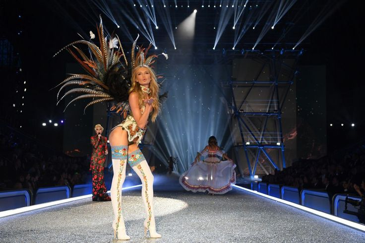 <p>Sure, Romee Strijd's feather wings are cool, but those boots might be even better. <em>(Photo: Getty Images)</em> </p>