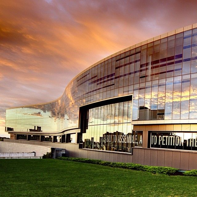 A beautiful photo of the sunset reflecting off of Newhouse 3 by student Tony Shi '16 #SyracuseU