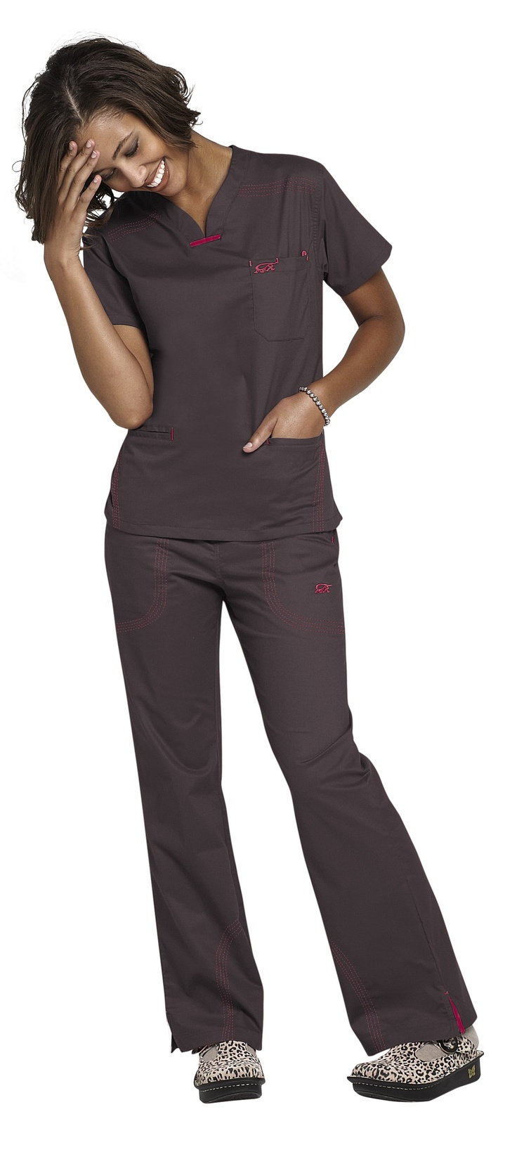 IguanaMed quattro scrub top. I love the pink and brown!   #ScrubsAndBeyondSummer
