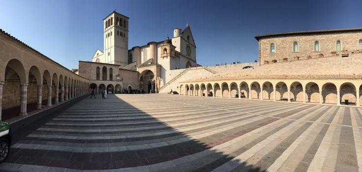 """Holidays in Italy. Assisi the beautiful city in the centre Umbria. Italia in campagna"""" organizes holiday packages and special offers in Umbria. http://www.italiaincampagna.com/Default_en.aspx"""