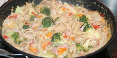 En nem og hurtig pastaret som man kan lave med de mest basale ingredienser.