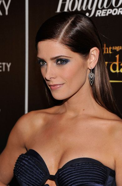 Ashley Greene Side Sweep    Ashley's extra-shiny tresses were parted on the side for this dramatic evening look.