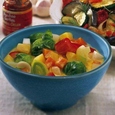 Curry und Kokosmilch sind die heimlichen Hauptzutaten dieses indisch inspirierten Eintopfs für Gemüsefans.