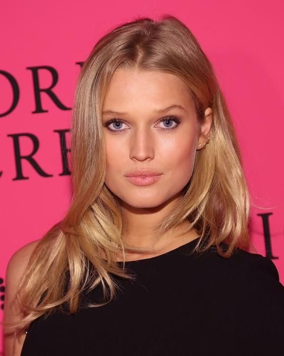 Toni Garrn you worked out to muscular sesssssyyyyyyyy curvaceousssssssss! look good gained weight see it in face