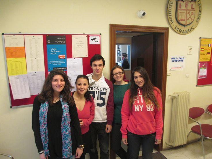 Ρώσικα Α1+2: η κ. Τατιάνα με τους σούπερ μαθητές της (Βαρβάρα, Γιάννη, Σταυριαννή, Αναστασία). Η φωτογραφία είναι μετά τις εξετάσεις του Α' τετραμήνου όπου όλοι πήγαν εξαιρετικά!