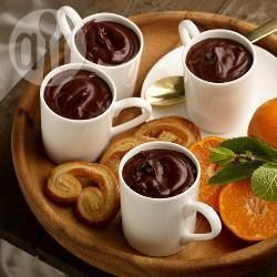 Recipe photo: Bitter chocolate pots with clementine compote