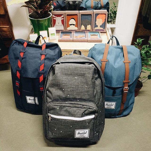 """Рюкзаки Канадского бренда радуют своими яркими цветами! ✨ В наличии много разных моделей, от больших до маленьких, каждый сможет подобрать себе рюкзак мечты у нас в #goodlocal ⛄️ Наб. Обводного канала, 60 """"Ткачи"""" Так же товары доступны на сайте - goodlocal.ru"""