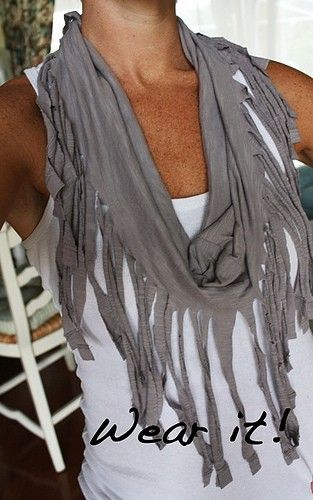 Scarfs made out of an old t-shirtDiy Fringes, T Shirts Scarves, T Shirt Scarves, T Shirts Scarf, Fringe Scarf, Tshirt Scarf, Old T Shirts, Crafts, Fringes Scarf