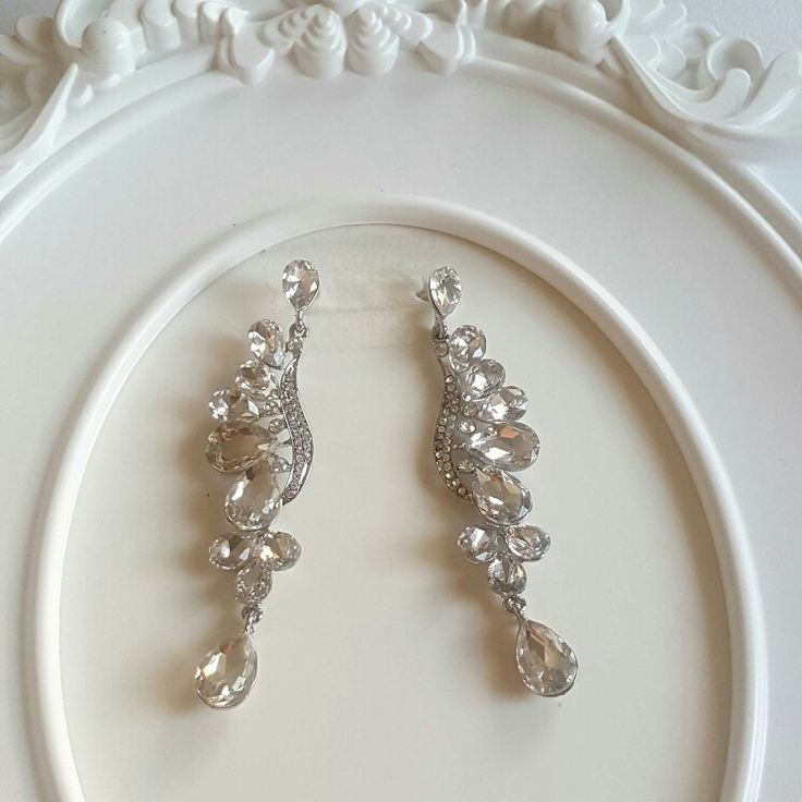 Classy earnings, silver and crystal clear rhinestones.