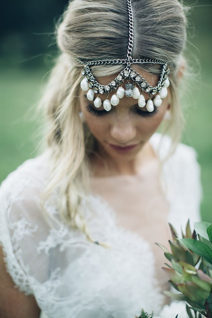 Feather coal hair accessories emily kent wedding hair bridal musings - Beautiful Outdoor Wedding Inspiration From Australia