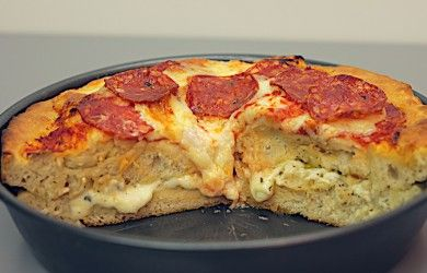 GARLIC STUFFED DEEP PAN PIZZA // Ingredients: Pizza dough, pizza sauce, mozzarella, pepperoni, melted butter, garlic, oregano // Full recipe: http://twistedfood.co.uk/garlic-stuffed-deep-pan/