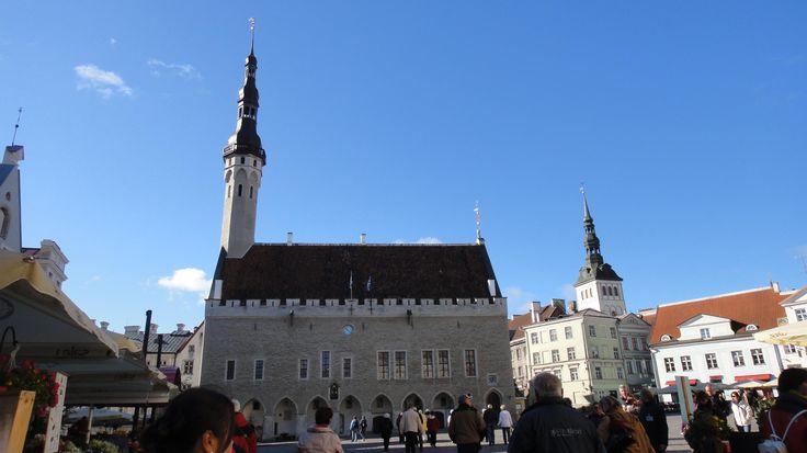 Таллиннская Ратуша на Ратушной площади в Нижнем городе. В 2004 году Таллиннской Ратуше исполнилось 600 лет.