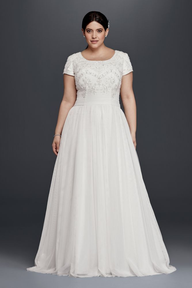 Best 25 plus size wedding dress short ideas only on for Plus size fall wedding dresses