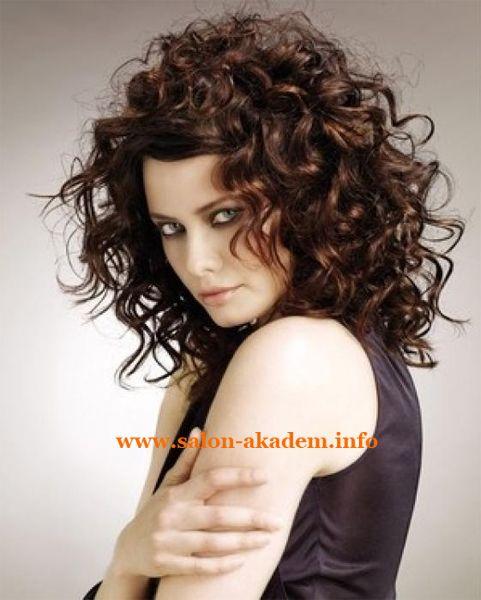 Каскад на средние кудрявые волосы #Фото  http://www.salon-akadem.info/kaskad-na-srednie-kudryavye-volosy.php