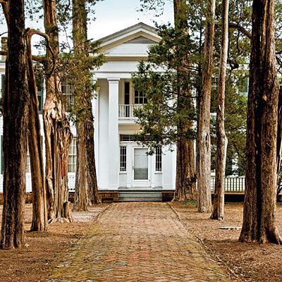 Tour Rowan Oak If you have read Faulkner or are interested in the history that accompanies the lives of authors, the visit to Rowan Oak should be enjoyable.  The entire area is quite well maintained making for a very nice October walk.