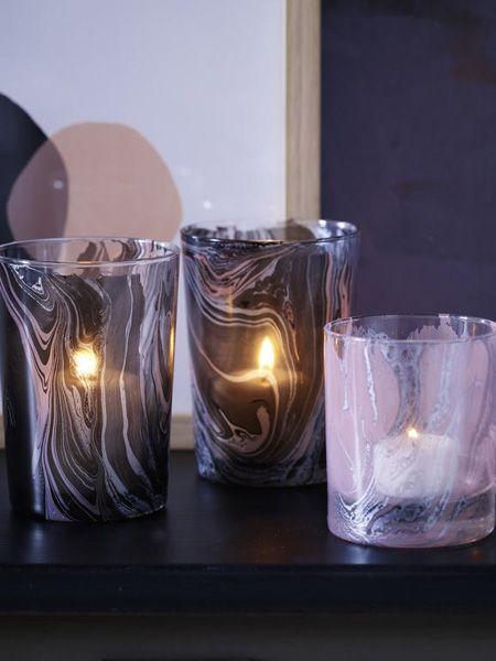 Ob Taschen, Windlichter, Geschirr oder Küchenutensilien - marmorieren Sie Ihre alten Schätze mit bunten Farben und hauchen Sie ihnen neues Leben ein.