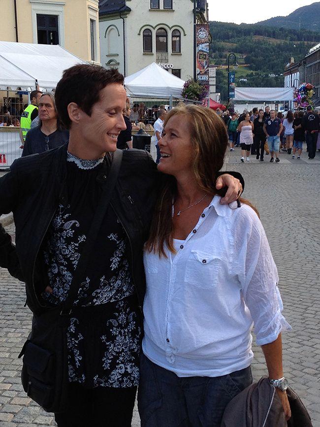 To damer på bluesfestival, Notodden