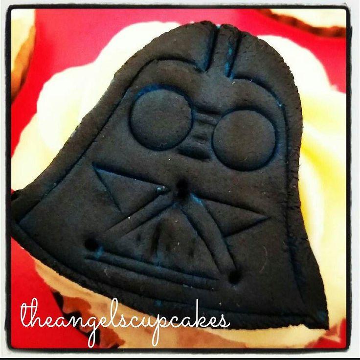 En el dia del amor no todo son corazones. Darth Vader cupcakes.  Para pedidos comunicate a theangelscupcakes@gmail.com  #candybar #cupcake #amor #angelscupcakes #starwars #guerradelasgalaxias #darthvader #pasteleria #reposteriacreativa #reposteriaartistica #regalo #regalosdeliciosos