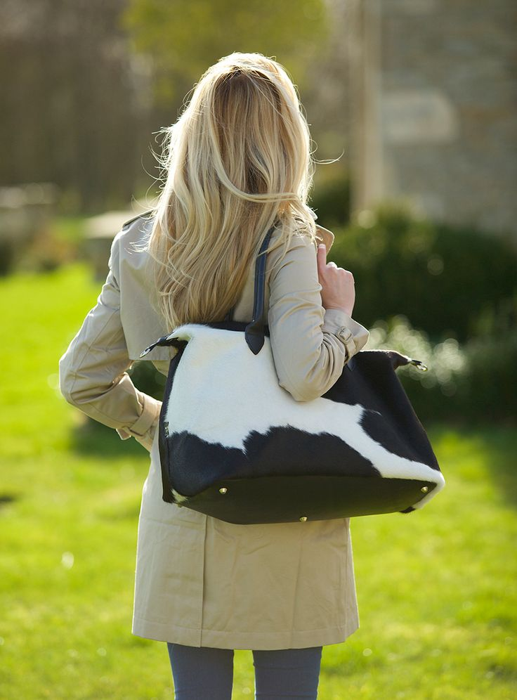 A weekend away should be an event from start to finish, and for those trips, The Arlingham Black and White Travel Bag is the go-to bag you want by your side – whether you're off on an adventure in Paris or a romantic weekend in the country.