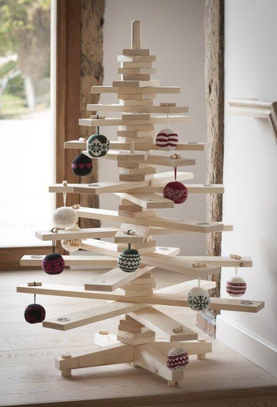 een houten kerstboom de timbatree