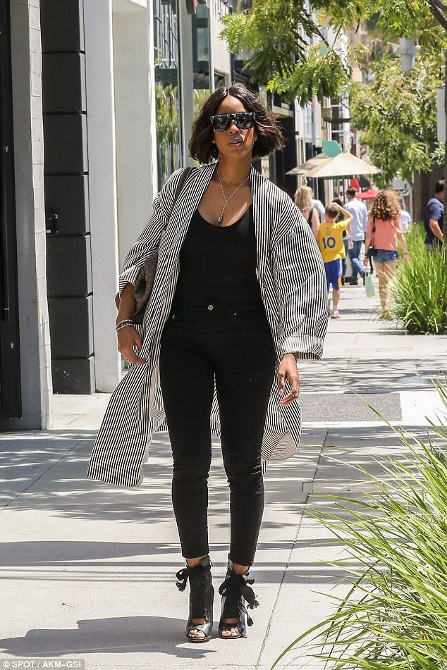 She's back! On Friday Kelly Rowland was in Beverly Hills to get lunch with a friend...