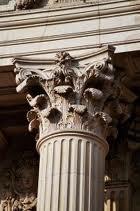 Hoofdje van een zuil of pilaster.