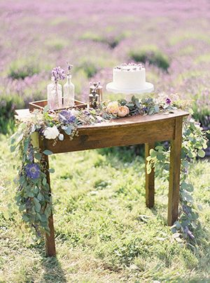 Pretty table all purple
