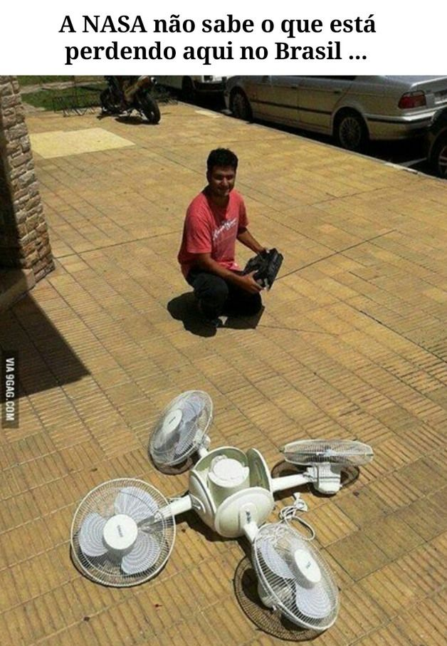 enquanto isso no Brasil, um drone de verdade kkkk