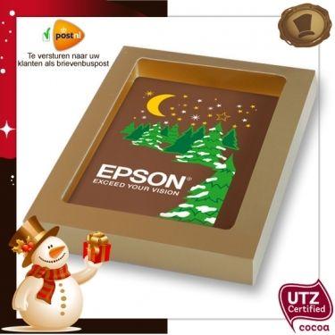 Kerstkaart / tablet met uw logo / 150 gram  Smaak / Melk of Pure chocolade  Verpakking In de kleur rood, wit of goud. Te bestellen vanaf 200 stuks. #chocolade #kerst #geschenk