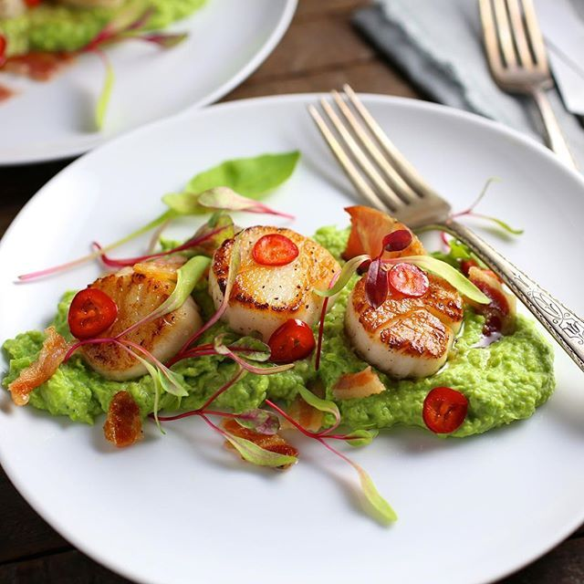 Seared Scallops With Crispy Pancetta, Minty Pea Puree And Chili Lime Butter