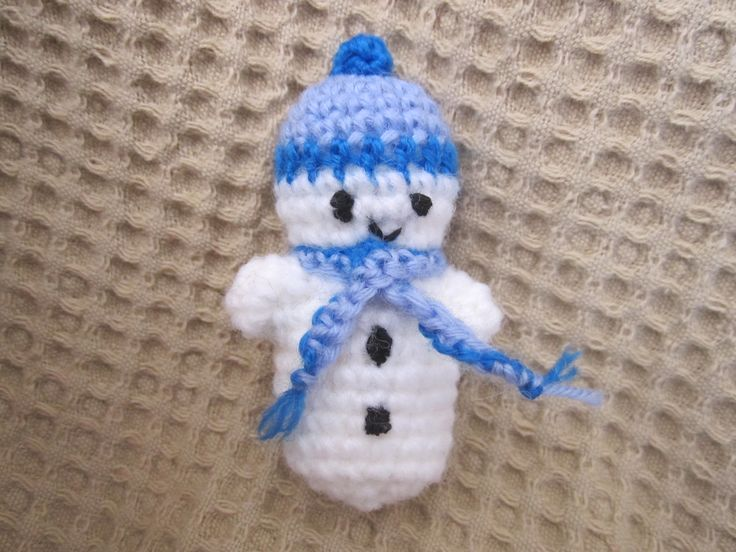 A cute snowman made from a Moji-moji pattern.
