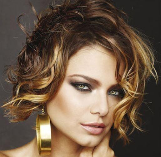 Sexy taglio di capelli corti ricci 2014